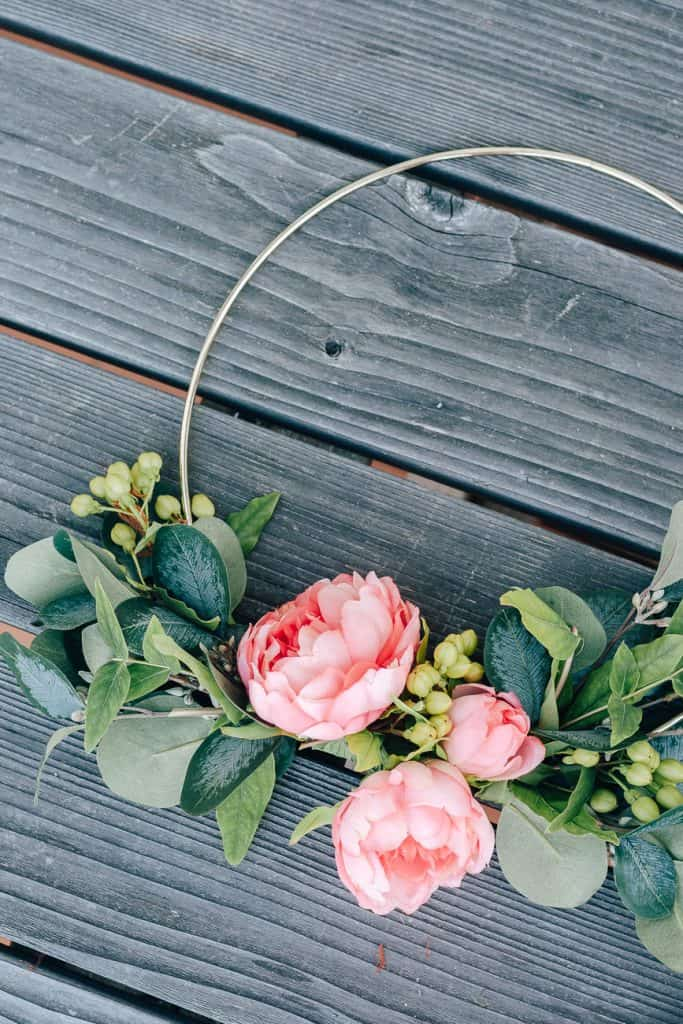 Beautiful DIY Hoop Wreath for Summer