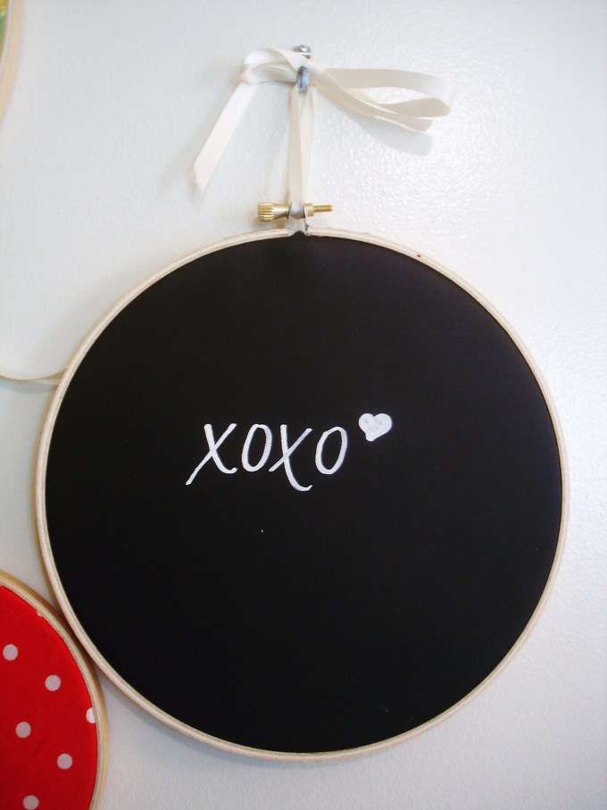 chalkboard embroidery hoops (a tutorial)