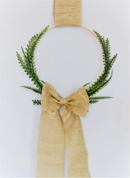easy spring wreath {embroidery hoop & boxwood wreath}